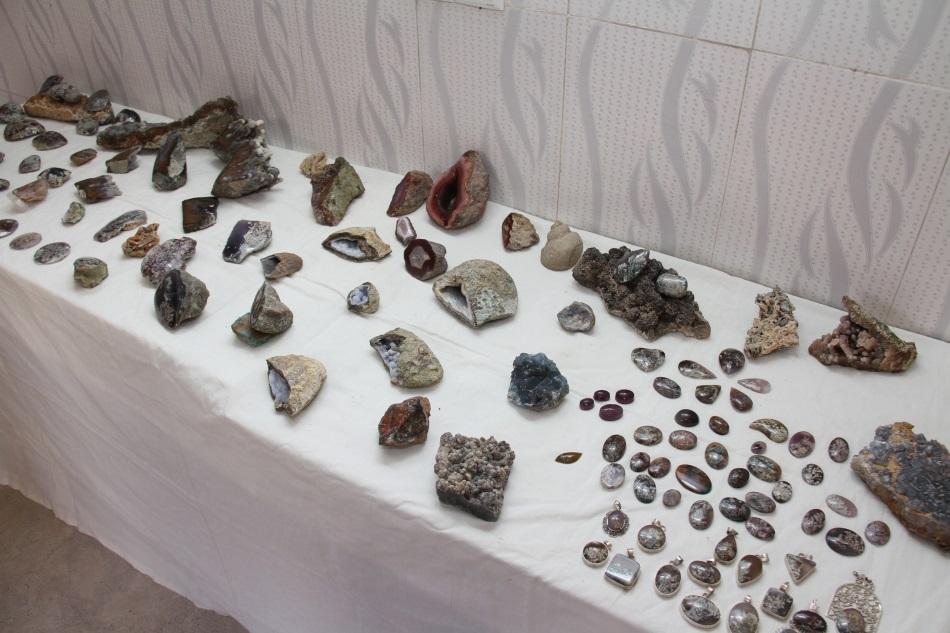 نمایشگاه سنگ های زینتی و منبت کاری شده